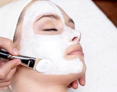 Women Aromatherapy facial