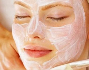Women Oxyganating facial